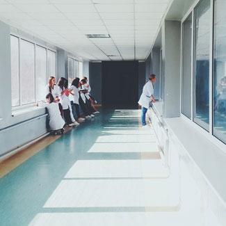 Limpieza en hospitales y ambulatorios según los protocolos de la normativa vigente
