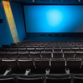 Limpieza, desodorización y revisión de las salas de cines y teatros