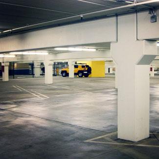 limpieza de parking con fregadoras y aspiradoras industriales