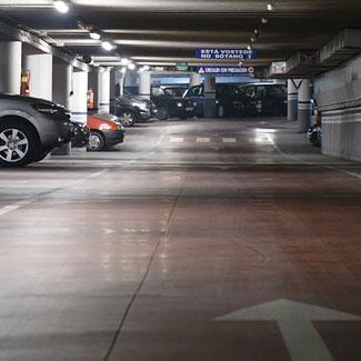 limpieza en parking para higienización de tuberías, puertas o eliminación de manchas de aceite