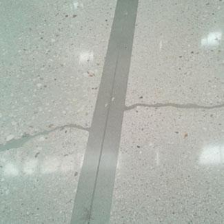 Reparación de baches y fisuras en suelos de hormigón