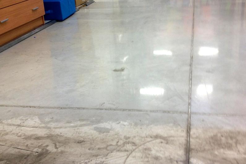 Por qué realizar el tratamiento Mondolimp-Litio (hormigón pulido) en pavimentos industriales